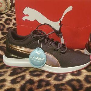 Brand New in Box Puma Sneakers 🖤💕👟